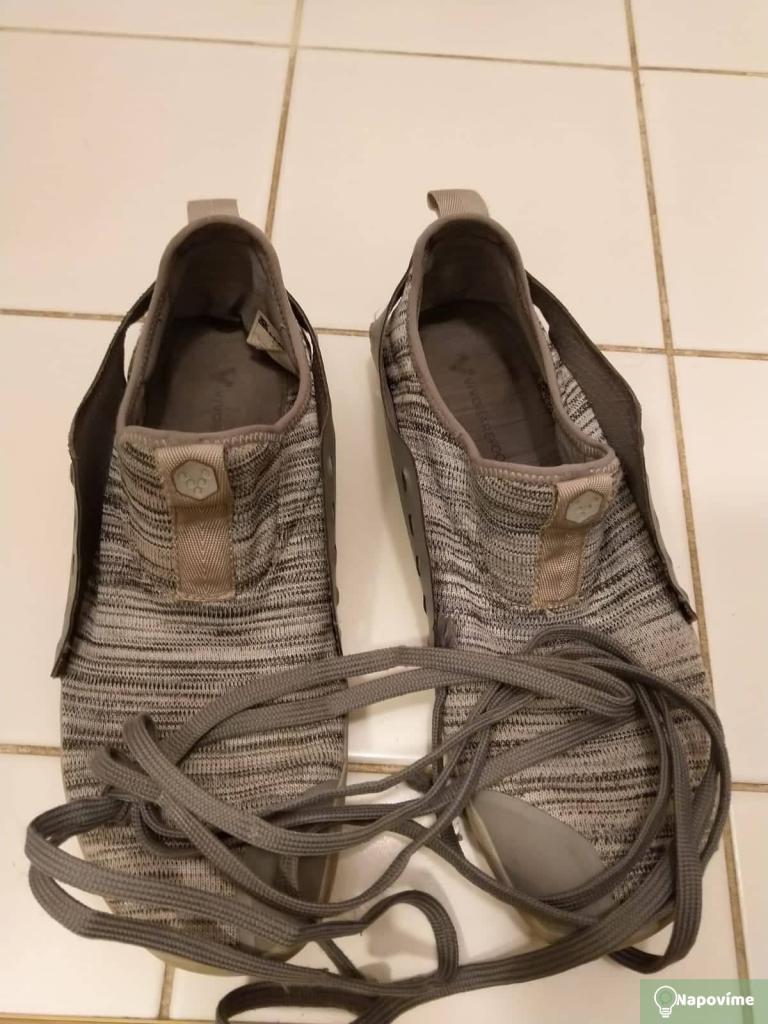 Šedé boty bez tkaniček