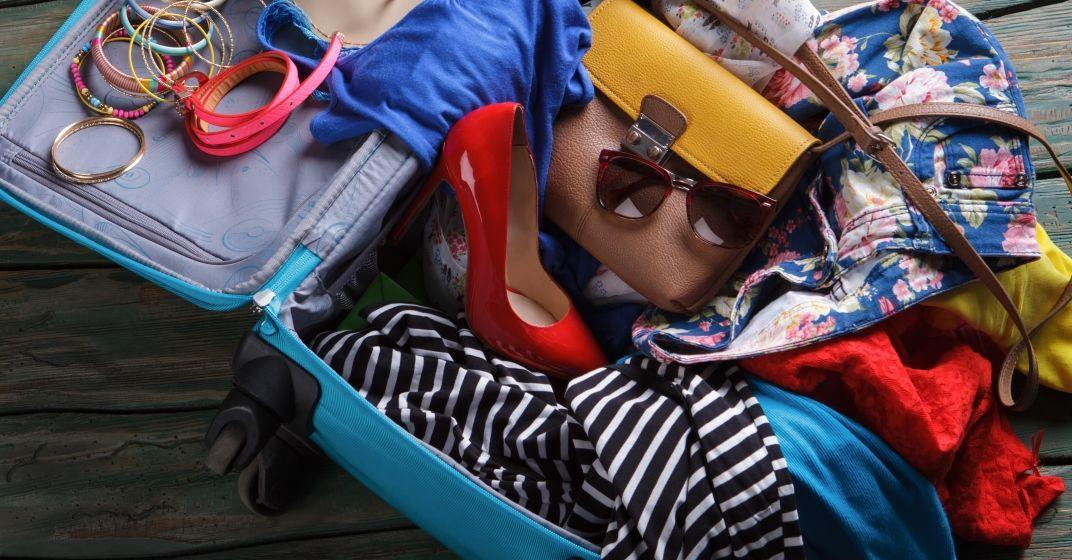 Balení dámského kufru na letní dovolenou