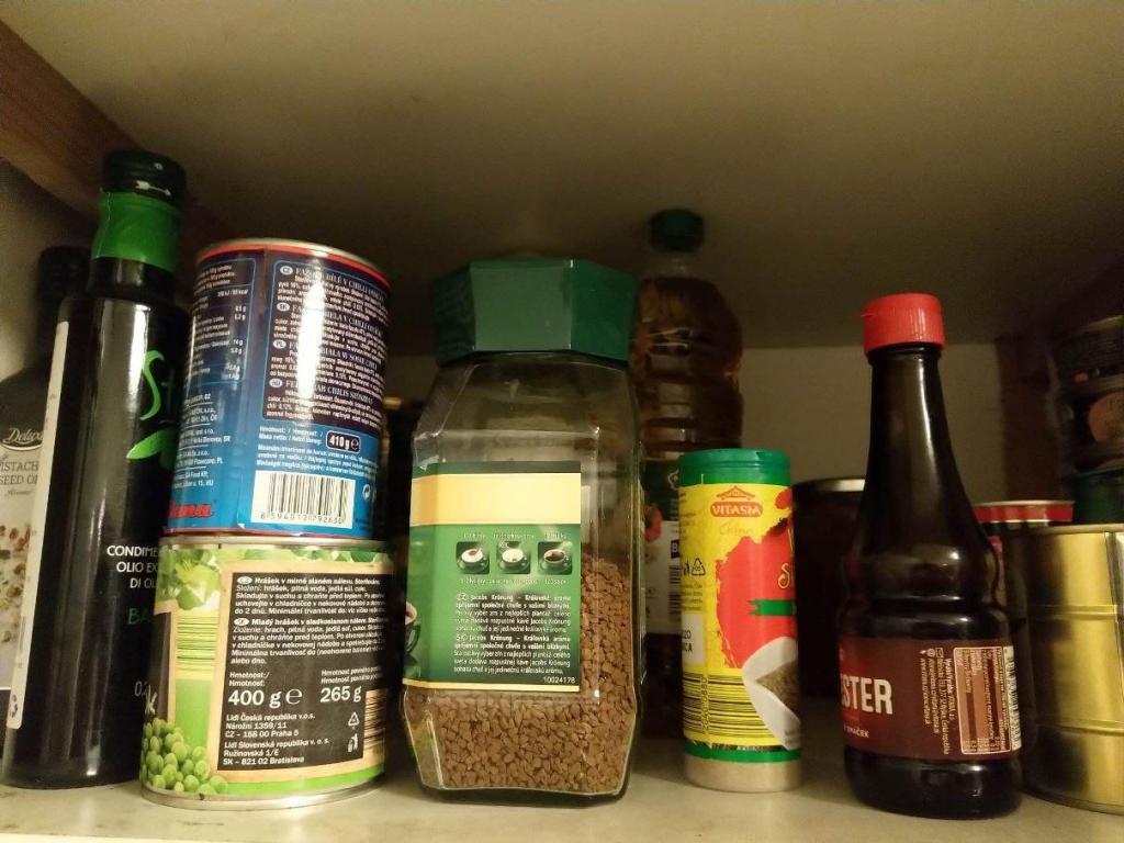 skříňka s potravinami
