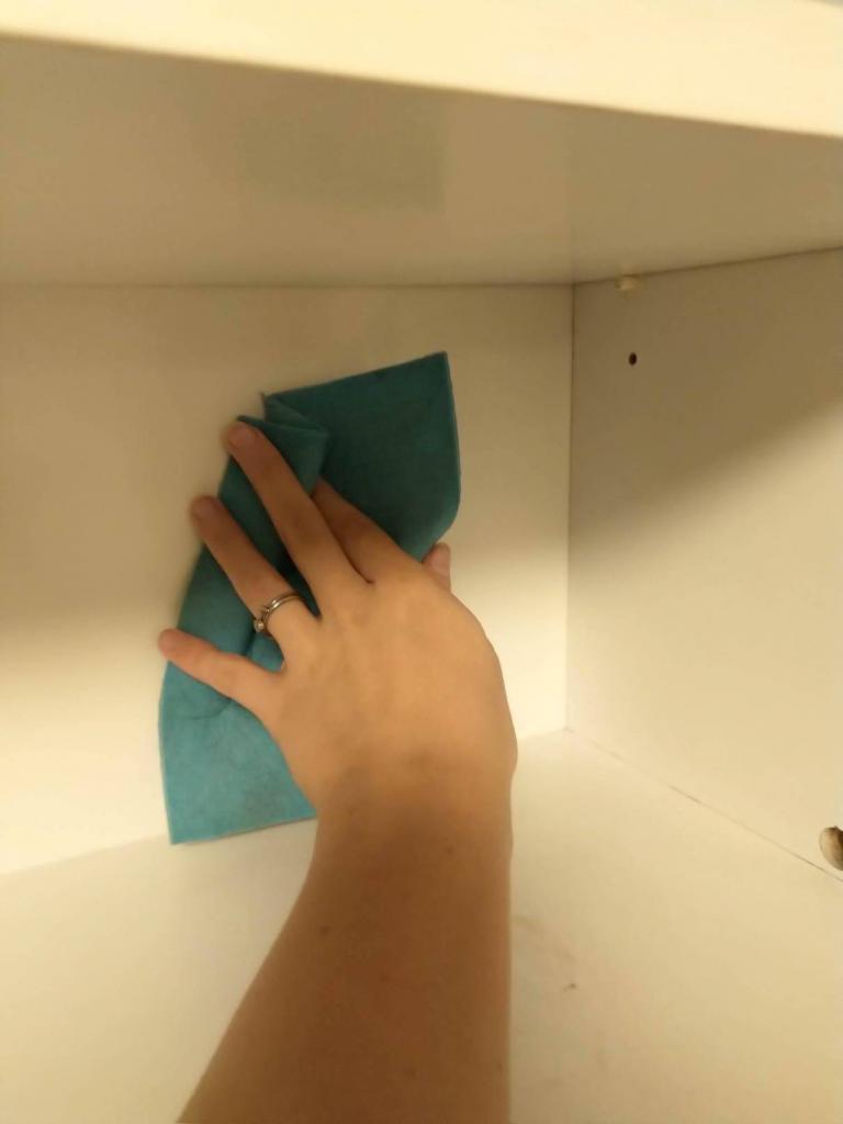 Ukázka vymývání kuchyňské skříňky