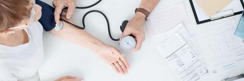 Měření tlaku při lékařské kontrole