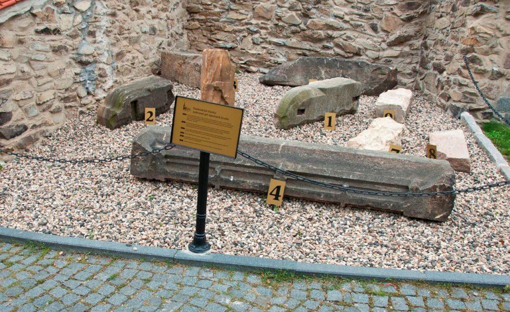 Původní kameny hradu