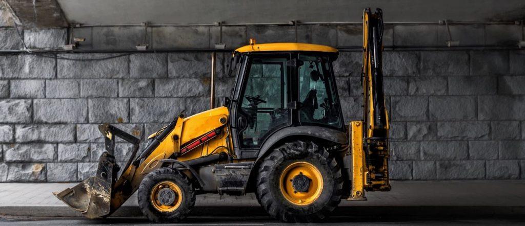 žlutý traktor