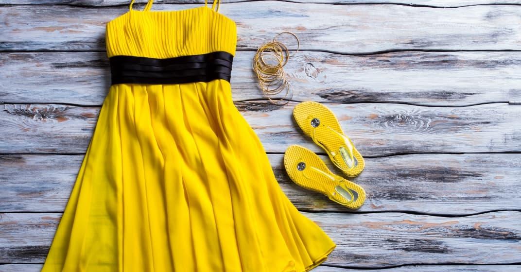žluté šaty